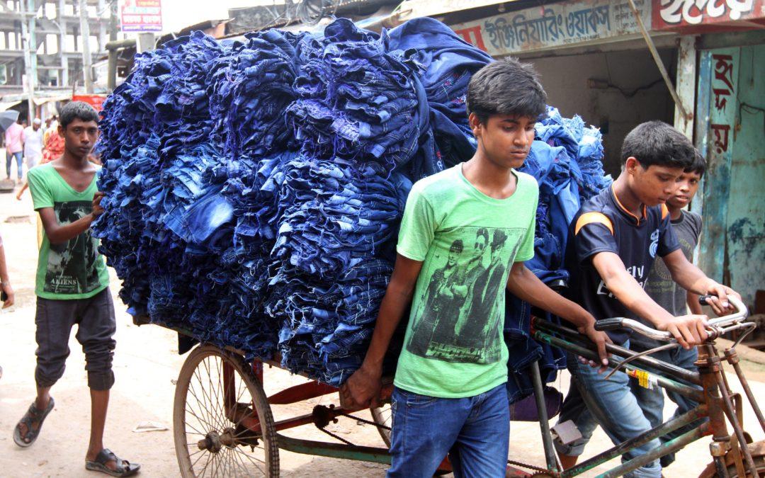 Even snel een kledingfabriek checken op mensenrechten zoals kinderarbeid.